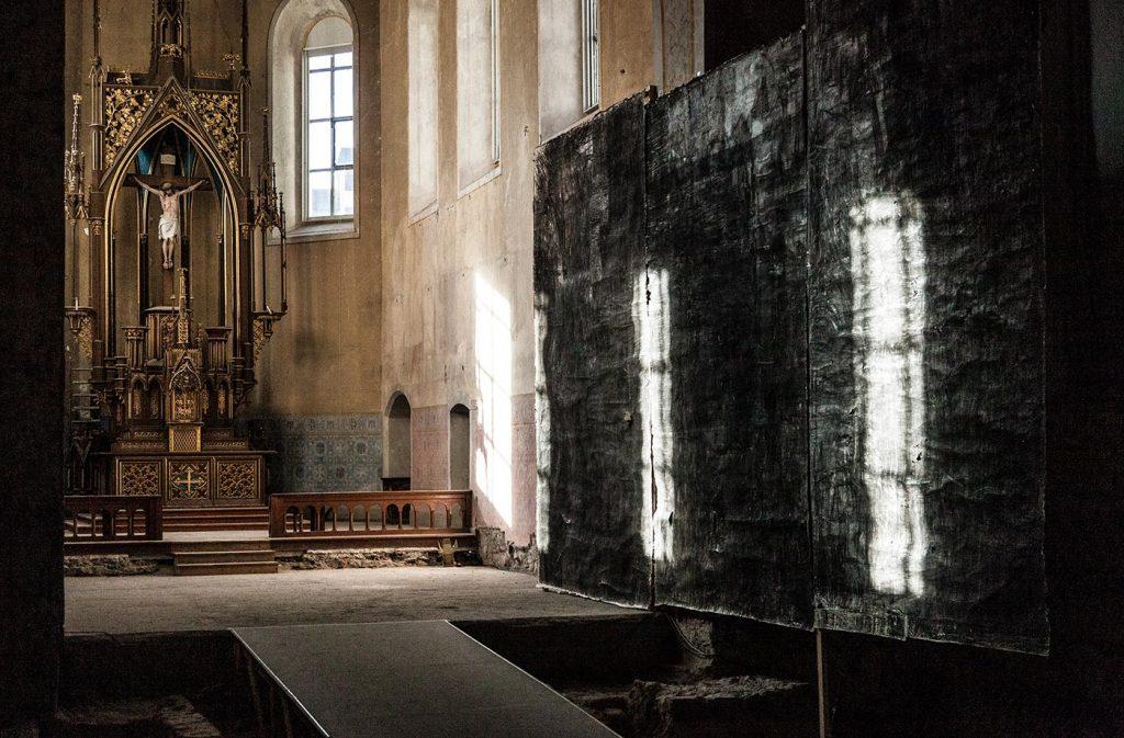 Christoph Luger, Oberfläche (2019) in der Johanniterkirche Feldkirch